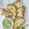 Bagte quesadillas med cheddar og sorte bønner