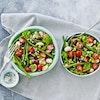 Bønnesalat med rødløg og tomat