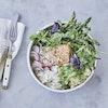 Bowl med quinoa, laks og butterbean-dip