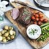 Kalveculotte med nye kartofler og bagte tomater
