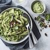 Pasta med avocadocreme, ærter og edamamebønner