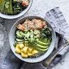 Poke bowl med soyamarineret laks