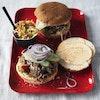 Pulled pork-burger med coleslaw og chilimayonnaise
