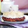 Rabarberkage med marcipan og marengstoppe